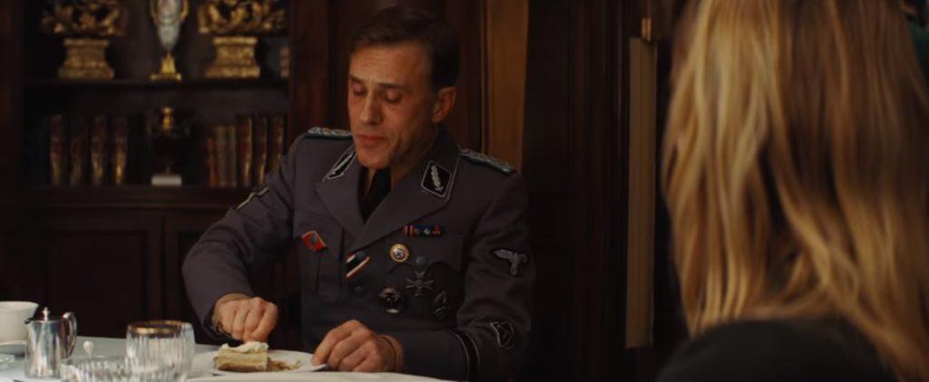 bękarty wojny scena w restauracji